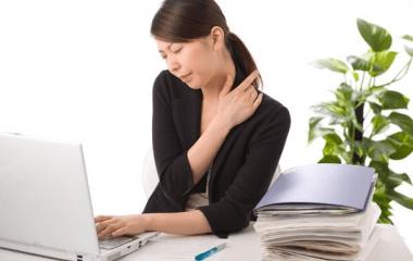 Dân văn phòng cần làm gì để khắc phục bệnh đau mỏi vai gáy?