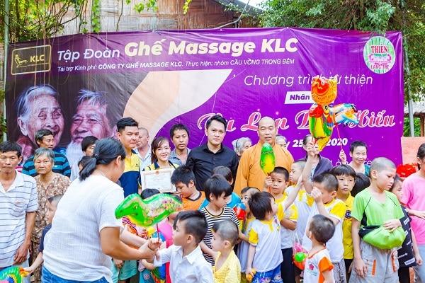"""KLC với hoạt động thiện nguyện đầy ý nghĩa """"nhân ngày Vu lan báo hiếu"""" tại Trung tâm nhân đạo Làng Tre"""