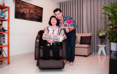 MC Nguyên Khang chọn ghế massage chăm sóc sức khỏe dành tặng mẹ