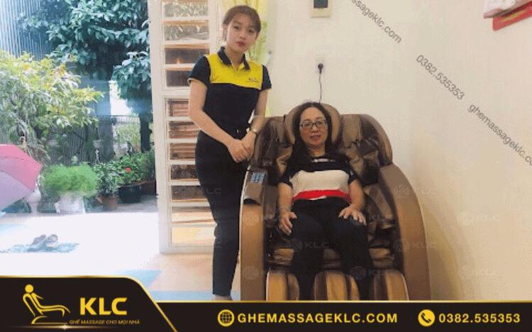 Cô Lên Thị Minh Tú (54 tuổi)