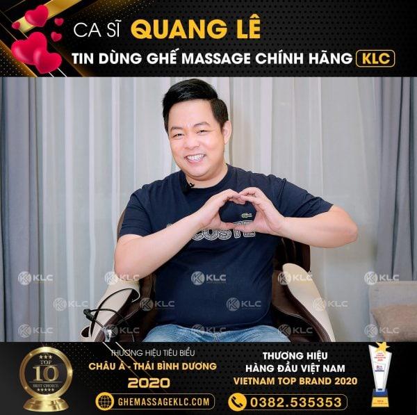 Ca sĩ Quang Lê cùng ghế massage KLC KYKYO6688 màu nâu