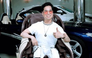 Danh ca Ngọc Sơn chọn ghế massage cao cấp KLC dành tặng mẹ