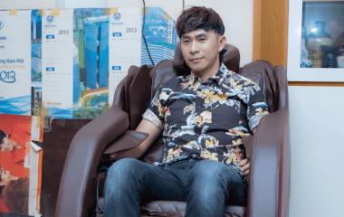 Ca sĩ Châu Gia Kiệt với những trải nghiệm ghế massage KLC tại nhà