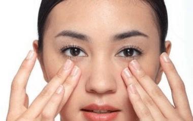 Học cách mát xa (massage) mắt nổi tiếng của người Nhật