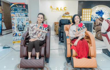 NSƯT Mỹ Duyên  và diễn viên Hoài An hẹn nhau đi mua ghế massage KLC KY6868
