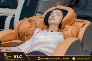 NSƯT Mỹ Duyên và diễn viên Hoài An hẹn nhau đi mua ghế massage KLC