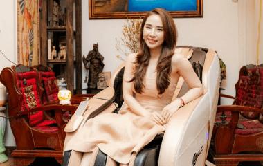 """Ghế massage KLC KY707 khiến nàng diễn viên xinh đẹp Quỳnh Nga """"xiêu lòng"""" bởi sự sang trọng, hiện đại"""