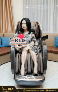1diva thanh lam bi cuon hut boi chiec phi thuyen klc k9999 Ghế massage KLC