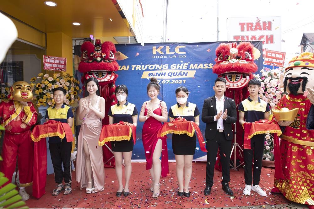 khai-truong-showroom-1